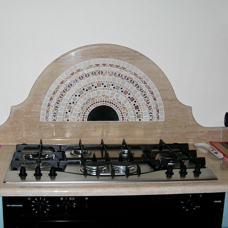 Dettaglio cucina in travertino romano