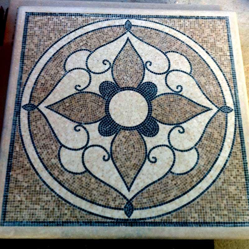 Tavolo quadrato con rappresentazione circolare